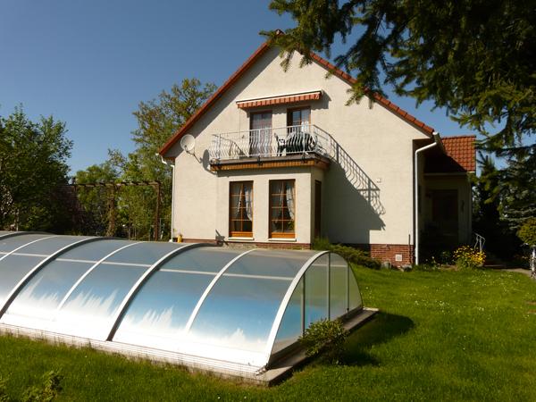 Blick von den Bauernbüschen auf die Fewo im Dachgeschoss